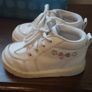 VINTAGE STRIDE RITE  WHITE FLORAL WALKING SHOES 5